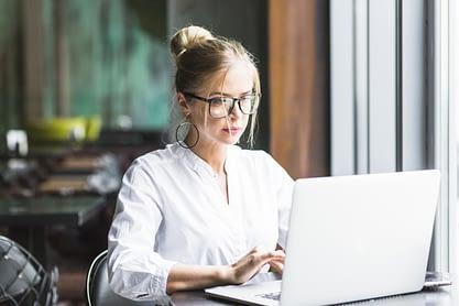businesswoman-laptop